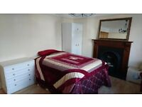 LOVELY LARGE DOUBLE BEDROOM/LOUNGE