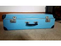 Lovely vintage suitcase, great condition inside and out.