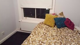 Rooms to rent in 3-bedroom apartment in Bow, postgraduates and professionals only