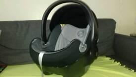 Cybex Aton Q child car seat very safe