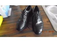 Dexter golf shoes. Black brogue with spikes. Size 6. vgc. Man or woman