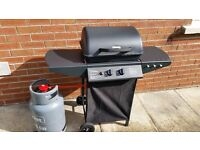 2-BURNER GAS BBQ WITH SIDE TABLES