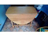Vintage solid oak gateleg table