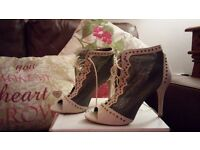 Open toe boot shoe! Excellent condition