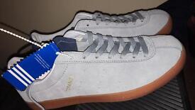 Adidas size 8 Topanga ( dead stock )