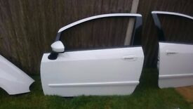 Fiat Punto Evo 2010 Passenger Side Door (with all components) - White
