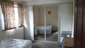 Large room to rent in Hounslow West