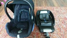 Maxi Cosi car seat and Easybase 2