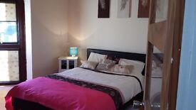 ****Stunning 4 Level Quirky house with large master bedroom to rent****