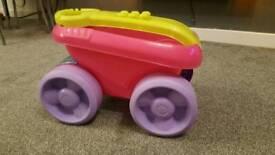 Mega bloks scooping wagon pink