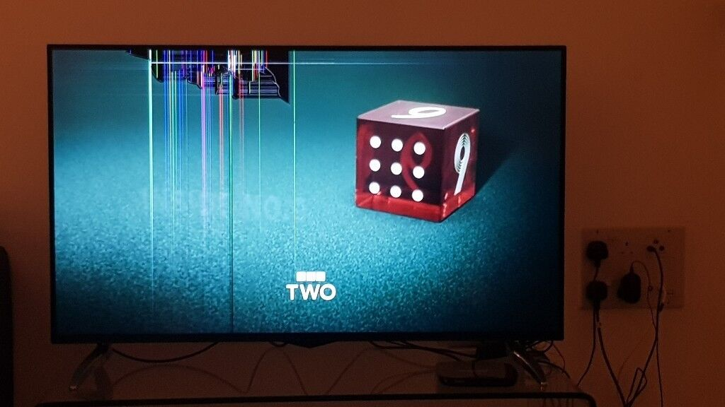 Digihome 48inch smart 4k freeview tv with partly broken screen (view images)