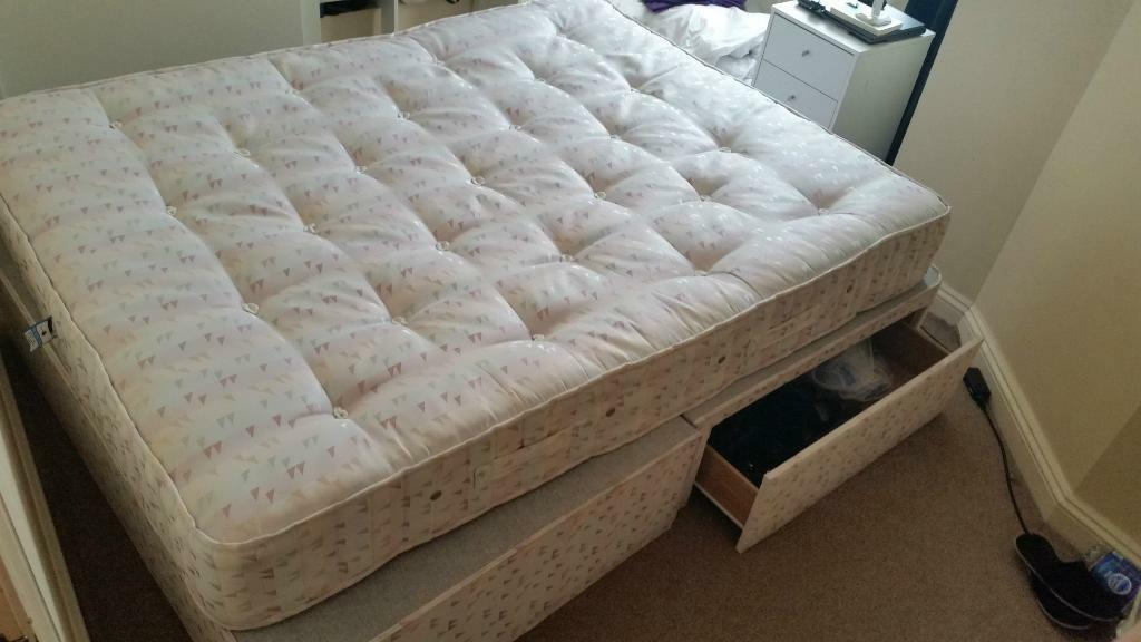 CHEAP KING SIZE BED WITH MATTRESS FOR SALE IN VERY GOOD