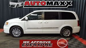 2014 Chrysler Town & Country Touring W/Leather!!!