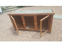 Two door stand alone rabbit hutch