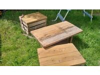 Hand-made pallet garden table and 2 stools