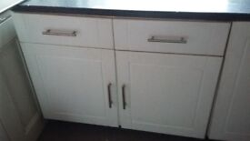Kitchen Unit -1000 mm Includes unit, doors, drawers, shelf, hinges, legs and a piece of work top.