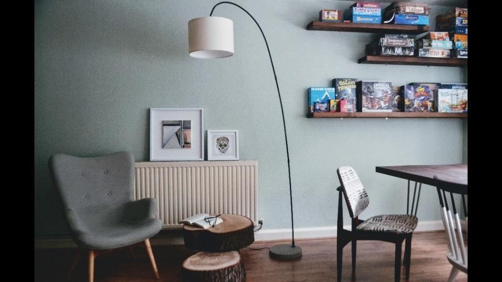 Contemporary black Curva floor lamp with cream shade