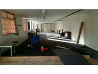 Unit / warehouse / office space to let 2500sq ft