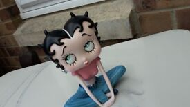 Betty Boop Crossed Legs collectable figurine / ornament / statue