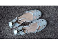 Brand new Mustang cute leather upper ankle strap cream flat sandals UK 6 Eur 39