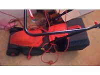 Used lawnmower great con works brillant no longer needed as moveing to house with no grass
