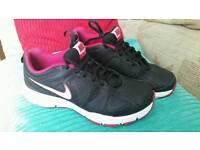 Ladies Nike trainers size UK 6