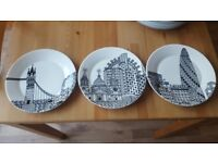 BRAND NEW ROYAL DOULTON LONDON CALLING PLATES BY CHARLENE MULLEN
