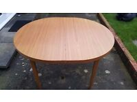 sell oval folding table for living room or dining room in very good condition