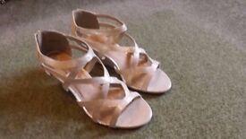 Ladies sandal size 7
