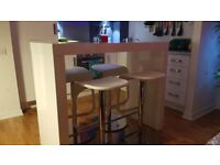 White high gloss bar table and stools