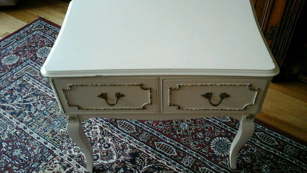 Cream side table with 2 draws