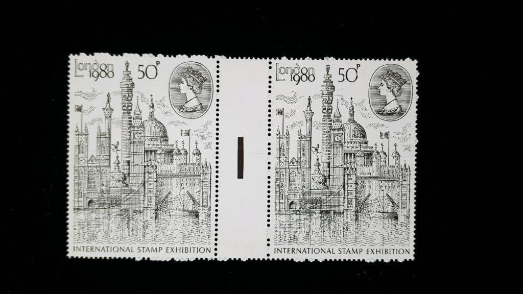 LONDON INTERNATIONAL STAMP EXHIBITION 50p GUTTER PAIR STAMPS WITH TRAFFIC LIGHT