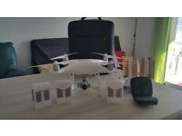 Phantom 4 mint condition + 3 batteries + Antenna booster + backpack