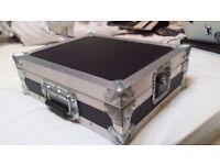 Full DJ Setup : Mint Condition Pioneer DJM 700 mixer, CDJ 1000 MK2 Decks, Flight Cases