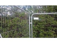 SET OF HERAS FENCE PANEL, FOOT/BOOT AND 2 CLIPS. USED BUT REALLY GOOD CONDITION.