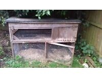 FREE TO GOOD HOME- GUINEAPIG/RABBIT HUTCH!