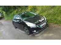 Peugeot 208 1.2vti in black (grey graphics on roof)