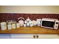 Set of kitchen accessories