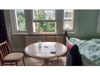 A Big Size Double Room 5 min from Clapham Juction