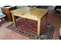 Solid Oak Quality Extending Dining Table, Excellent Condition, Suits Modern or Traditional Interiors