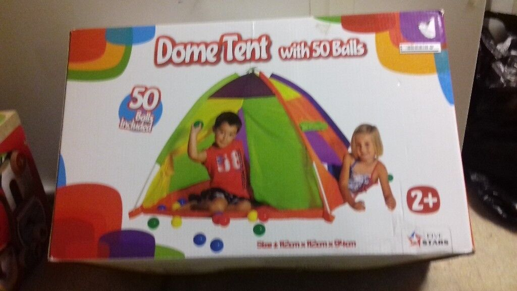 Childs tent and balls
