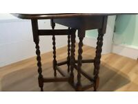 A GREAT LOOKING VINTAGE/ANTIQUE SMALL OAK GATE LEG SIDE TABLE FREE LOCAL DELIVERY AVAILABLE