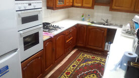 Very large Room & Own Bath/Toilet with ALL BILLS INCLUSIVE for a SINGLE WOMAN ONLY in Thornton Heath