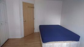 Double room with parking Watford in town