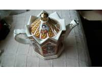 Sadler teapot with lid, King Henry viii and his 6 wives
