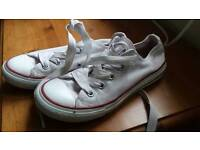 Girls converse size 13.5. In very good condition.