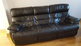 Reids two and three seater black reclining suite very good condition