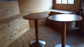 two round coffe tables 23 inch diamatre and 29 inch hight five pounds each