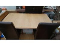 Oak Finish Extendable Dining Table. 6-8 Seating