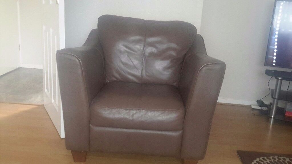 TWO SEATER SETTEE AND TWO CHAIRS IN BROWN SOFT LEATHER GOOD CONDITION.